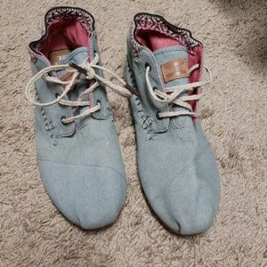 TOMS lace up embroidered shoes